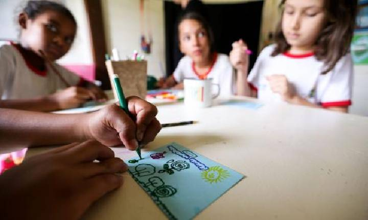 Comissão da Assembleia aprova ensino domiciliar no Paraná