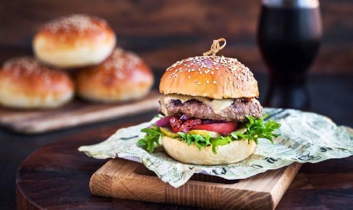 Dia do Hambúrguer: listamos 10 dos sanduíches mais caros do Brasil