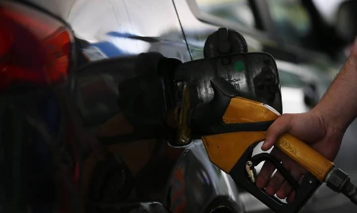 """Gasolina: """"Mais de R$ 6 o litro é muito pesado"""""""