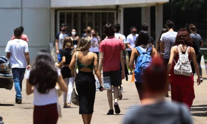 Número de alunos da rede estadual fora da escola cai 59% após retorno presencial