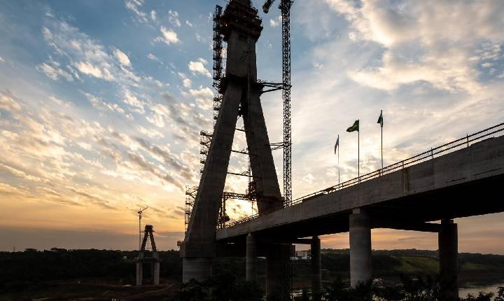 Obras da Ponte da Integração Brasil/Paraguai chegam a 64% de execução