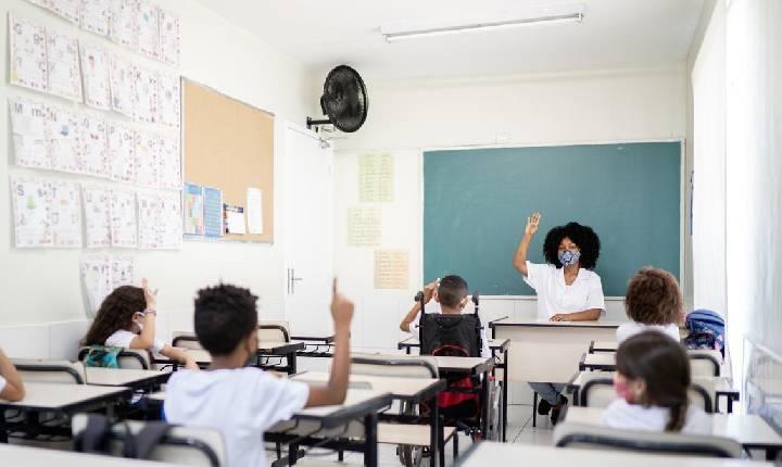 Senado vota PEC que desobriga gasto mínimo em educação por 2 anos