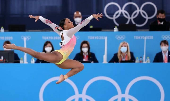 Tóquio: após ouro e prata, Rebeca Andrade fica em 5º lugar no solo